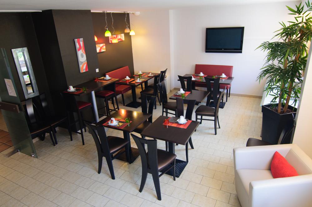 Restauration bar petit d jeuner hotel dauly lyon bron for Hotel dauly bron