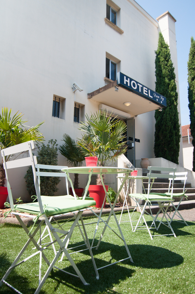Terrasse parking hotel dauly lyon bron for Terrasse lyon